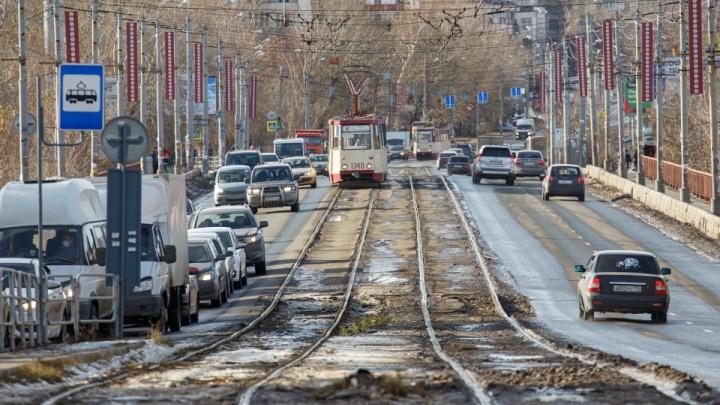 На время ремонта Ленинградского моста в Челябинске введут новую схему движения машин и трамваев