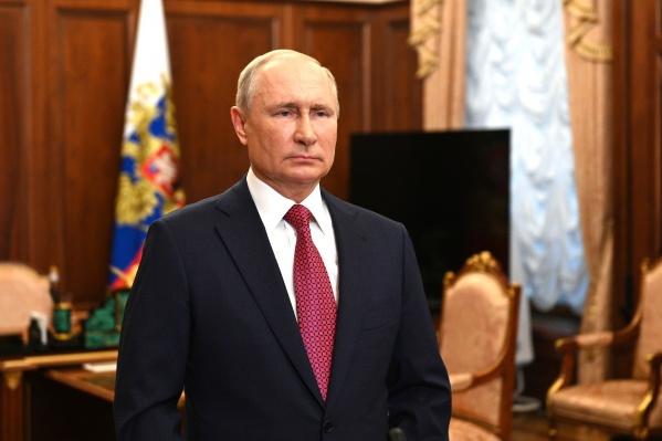 Путин отметил, что в стране есть много проектов для будущих выпускников вузов, техникумов, колледжей и училищ