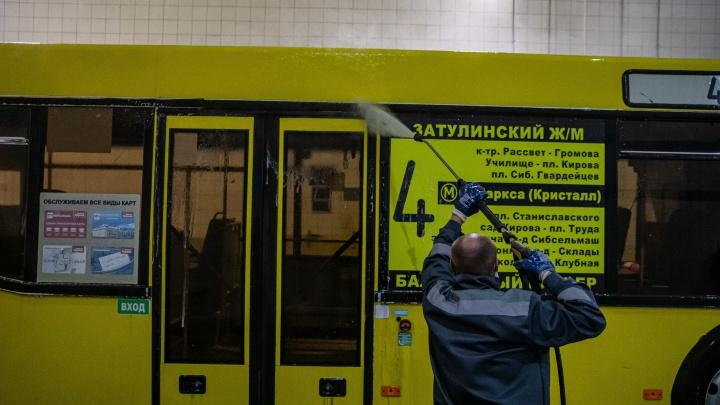 Тотальная дезинфекция: 7 кадров, как новосибирские автобусы вычищают от коронавируса