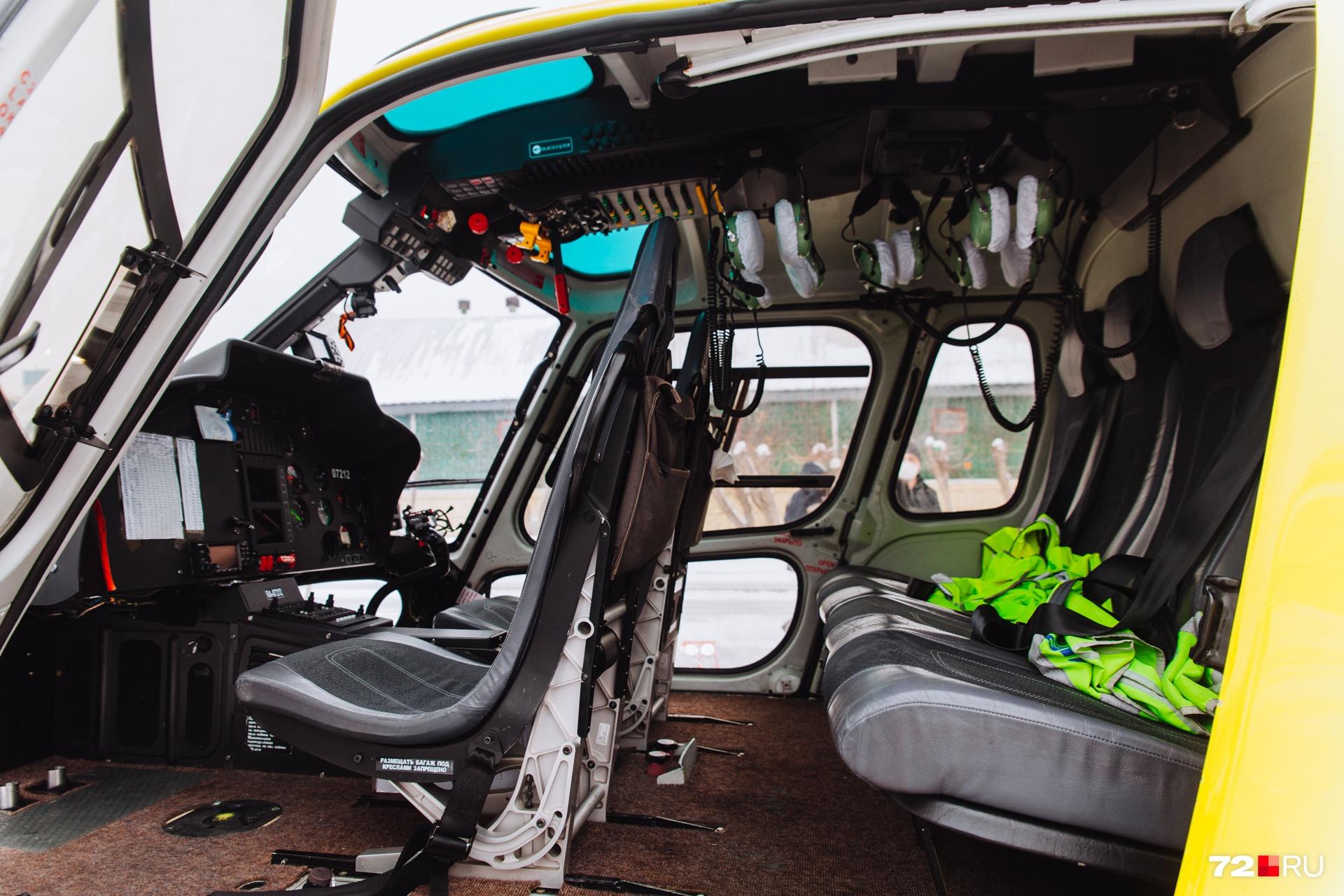 Так пока выглядит кабина вертолета изнутри. Кресла можно складывать и убирать, если это потребуется при погрузке пациента
