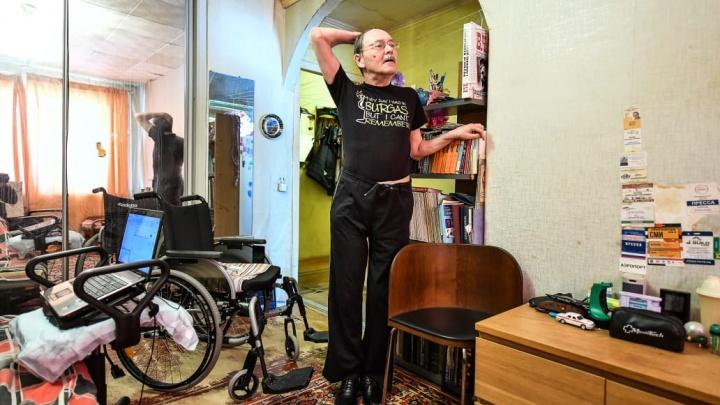 «Мир не должен крутиться вокруг меня». Журналист-колясочник — о своем первом шаге на протезе