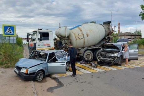 «Проехала реанимация»: в массовом ДТП в Ярославле пострадал 17-летний парень