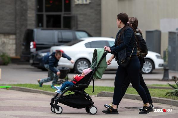 Пособие назначают семьям, чей доход менее двух прожиточных минимумов на члена семьи