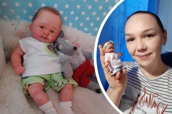 Евгения Ламонова создает миниатюрных куколок ростом от 6 до 16 сантиметров