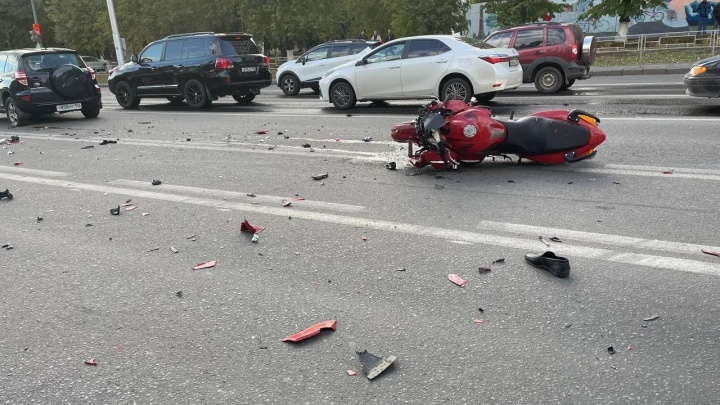 В Уфе произошло массовое ДТП с участием мотоцикла и трех иномарок