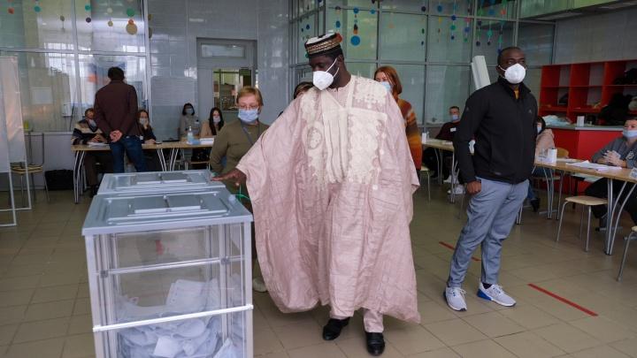 Дипломат, депутат и журналист из Африки и Шри-Ланки проверили 30 участков на выборах в Челябинске