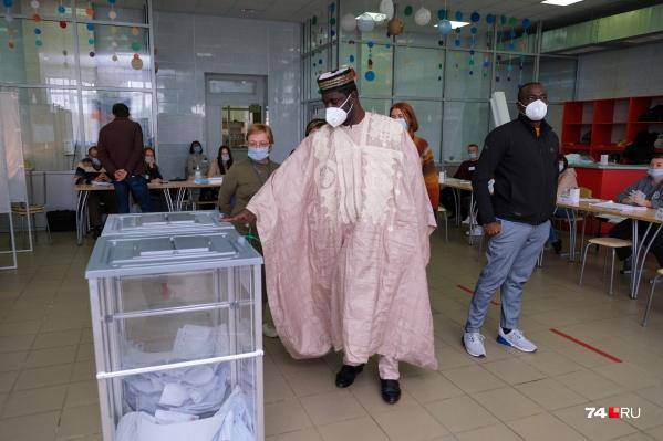 Эксперты из-за рубежа смотрят, как в целом проводят выборы в России и как на этот процесс повлияла пандемия коронавируса