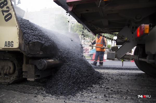 Сейчас ремонт дорог в Сургуте идет на Маяковского, Крылова и Быстринской