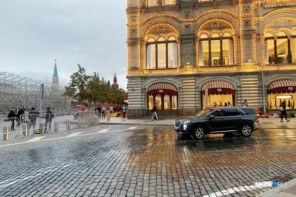 Брусчатка Красной площади выглядит красиво, но поездки по ней не самые приятные