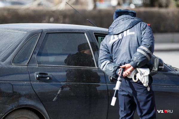 Полиция Волгограда разыскивает водителя, сбившего пенсионерку