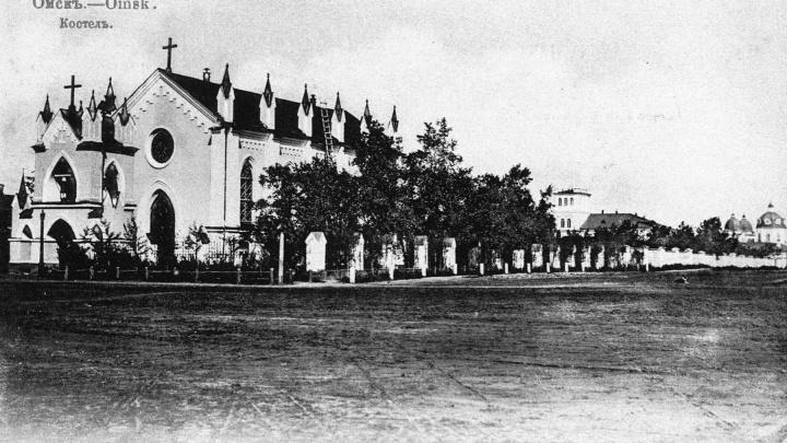 История на фото: когда у Никольского собора стояли костел и мечеть?