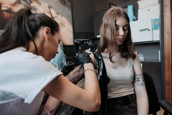Омичи готовы терпеть боль ради красивой татуировки