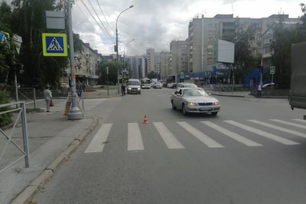 Самокатчик двигался по пешеходному переходу