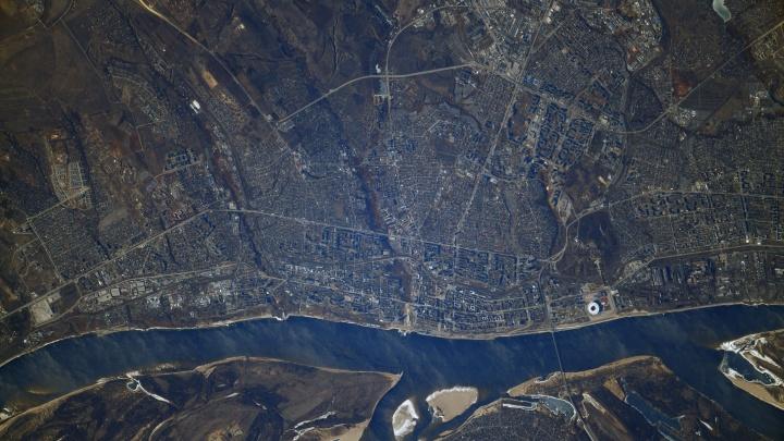 Залипательная геометрия улиц: смотрим на Волгоград с высоты 420километров