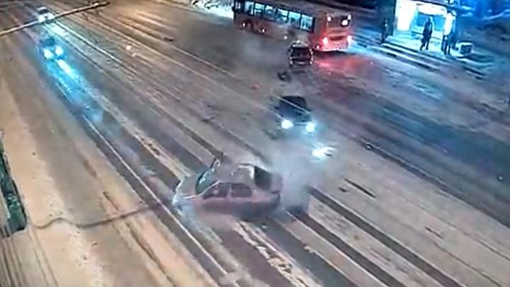 Занесло на снегу? Появилось видео момента смертельной аварии на Гагарина