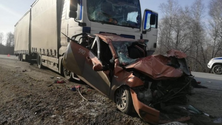 Смертельное ДТП с фурами, смявшими такси на М-5 в Челябинской области, переросло в уголовное дело