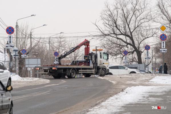 Знаки поставили около Челябинского епархиального управления и кафедрального собора