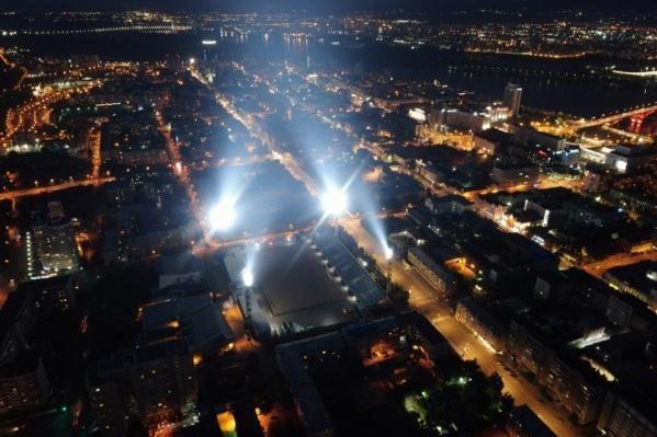 Самым «безопасным» событием считают «Лучи Победы», которые зажгут сегодня вечером в разных частях города