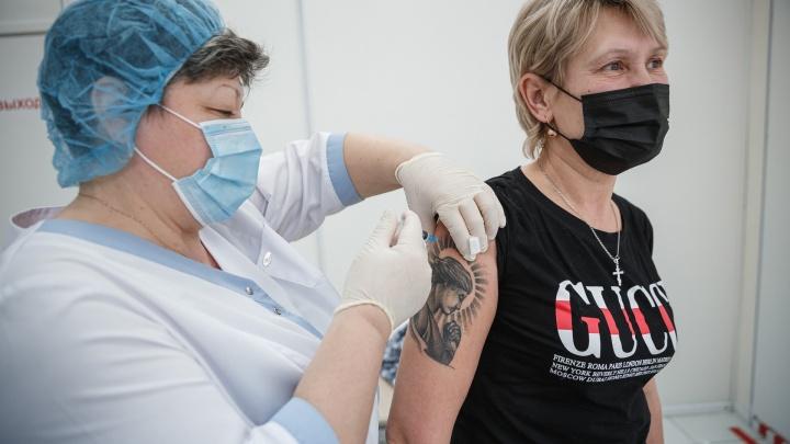 В Кузбассе очередь на прививку от COVID-19 расписана почти на месяц. Рассказываем, как записаться