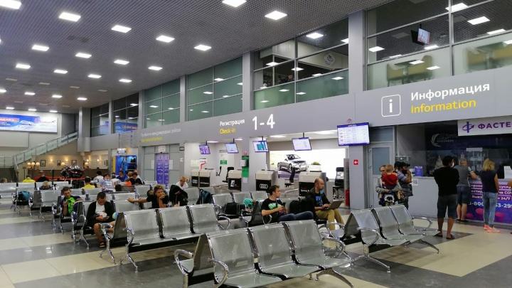 Задержали рейс и посадили на неисправный самолет. Екатеринбуржцы никак не могут вернуться домой из Тамбова