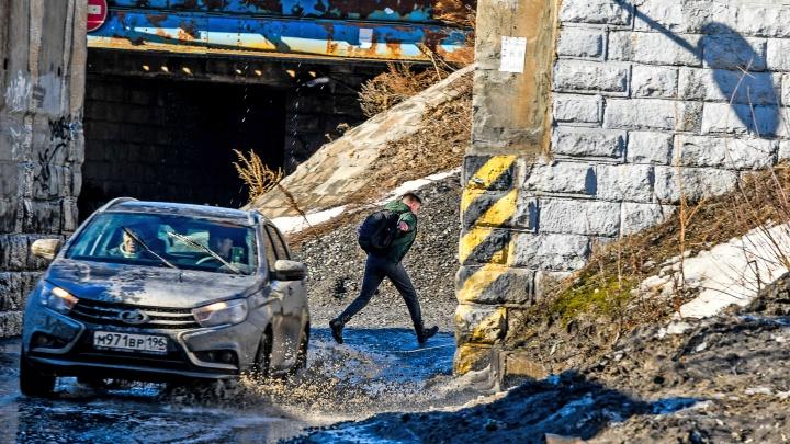 Почему Екатеринбург сел в лужу? Разбираемся в причинах и рисуем народную карту затопленных улиц