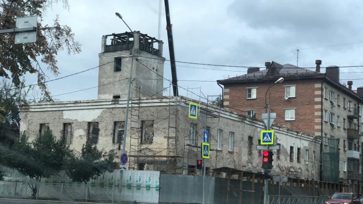 Будет как новенькая? В Тюмени приступили к реставрации уникальной пожарной каланчи
