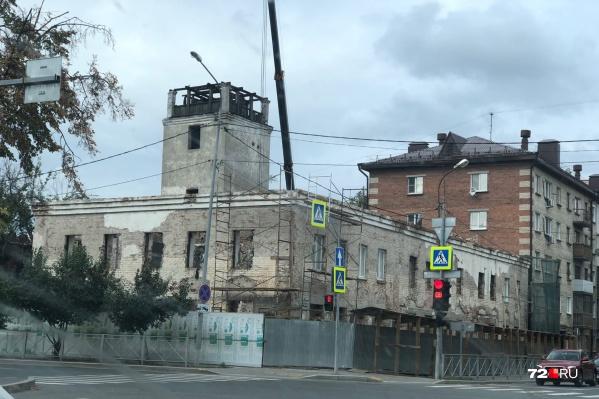 Сейчас белая пожарная каланча и здание рядом находятся в удручающем состоянии. Долгие годы за их сохранностью никто не следил, а пожар летом 2020 года только усугубил ситуацию