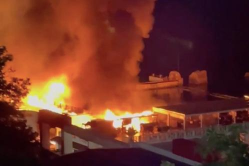 Все подробности ночного пожара в Сочи: фото и видео из соцсетей