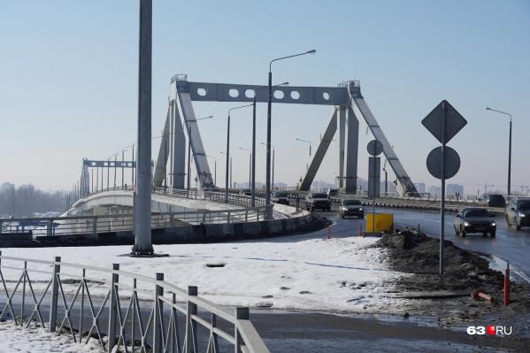 """Мост открыли для движения машин <nobr class=""""_"""">21 декабря</nobr> <nobr class=""""_"""">2019 года</nobr>"""