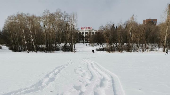 Парк УрГУПС в Екатеринбурге закроют от горожан неприступной стеной