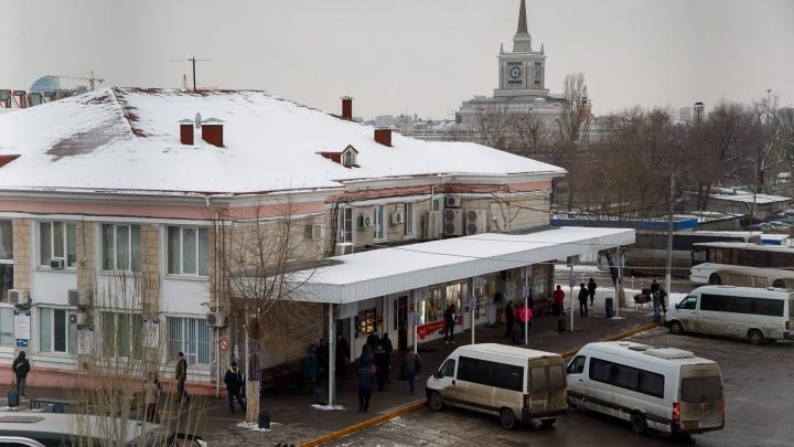 «Когда перестанут наблюдать за людьми из окон комфортных авто?»: волгоградец о недоступности вокзалов города