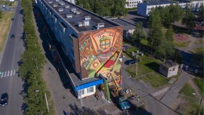 С высоты птичьего полета: смотрим на новый северодвинский стрит-арт от «Сборной Тайболы»