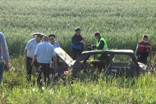 Машина сильно пострадала, но не от выстрелов