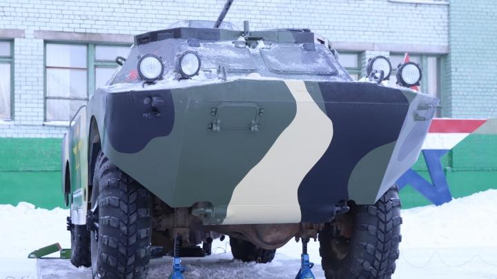 В Архангельске неподалеку от детской площадки «Силовичок» установили макет военной машины на ходу