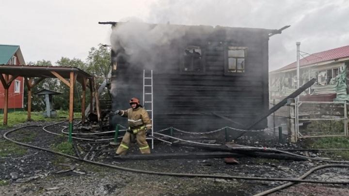 Под Архангельском сгорел дом: погибли муж, жена и двое сыновей