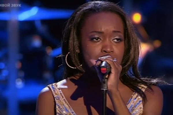 Кармен Мокси выступала на шоу «Голос» в 2017 году и запомнилась публике мощным вокалом