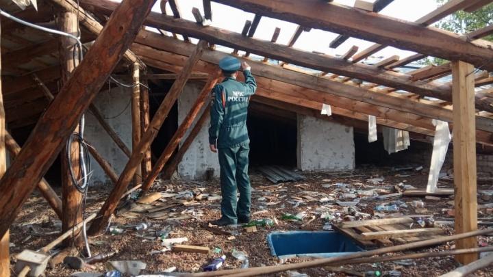 Пострадали школа и дома: смотрите, что натворил ураган в Башкирии, в пяти фото