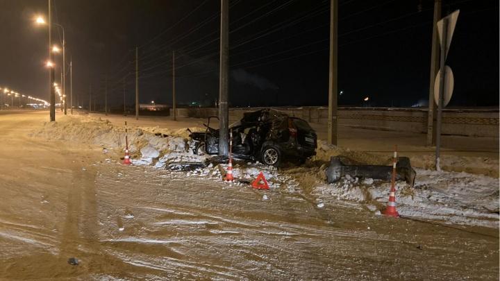 Влетела в столб: в ДТП под Тюменью чудом выжила автомобилистка