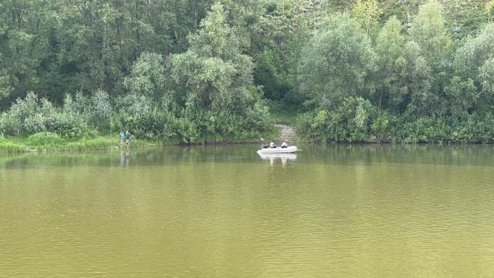 В Новосибирске двое суток не могут найти тело утонувшего 7-летнего мальчика — местные жители объявили сбор у реки