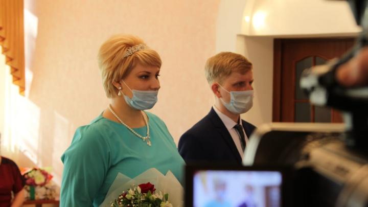 Выпускник новосибирского детдома попросил Путина помочь с жильем и получил подарок на свадьбу