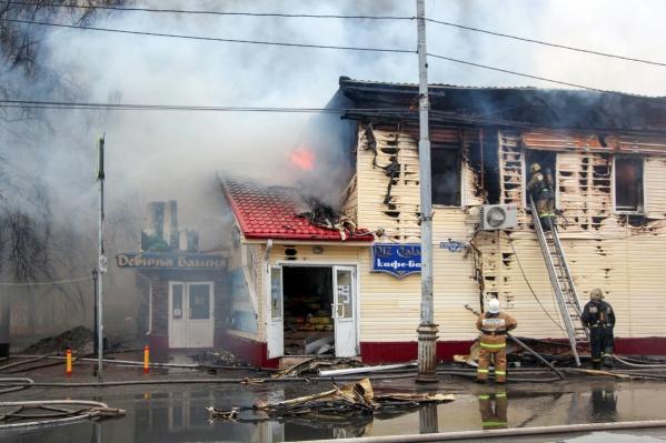 Борьба с огнем продолжалась более восьми часов
