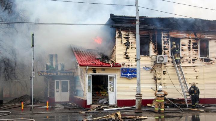 Тушили более восьми часов: фоторепортаж с пожара в «Девичьей башне» в Соломбале