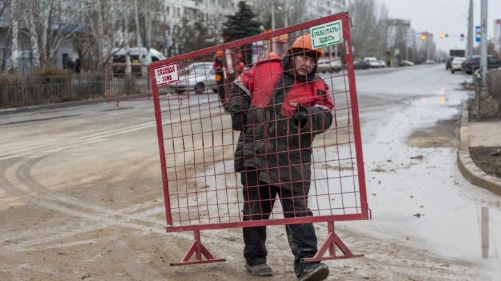 В Волжском открыли движение по затопленной кипятком дороге