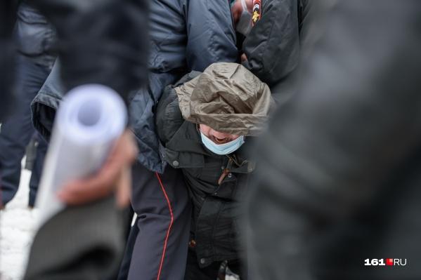 Задержания начались на первых минутах акции протеста