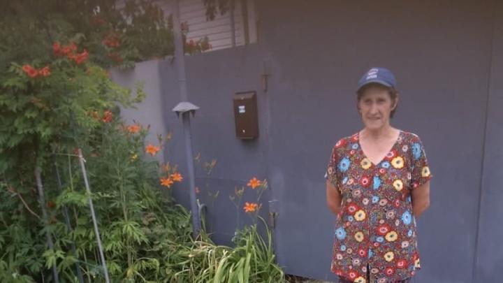 «Боится подходить к людям»: в Советском районе Волгограда бесследно исчезла 65-летняя женщина-инвалид