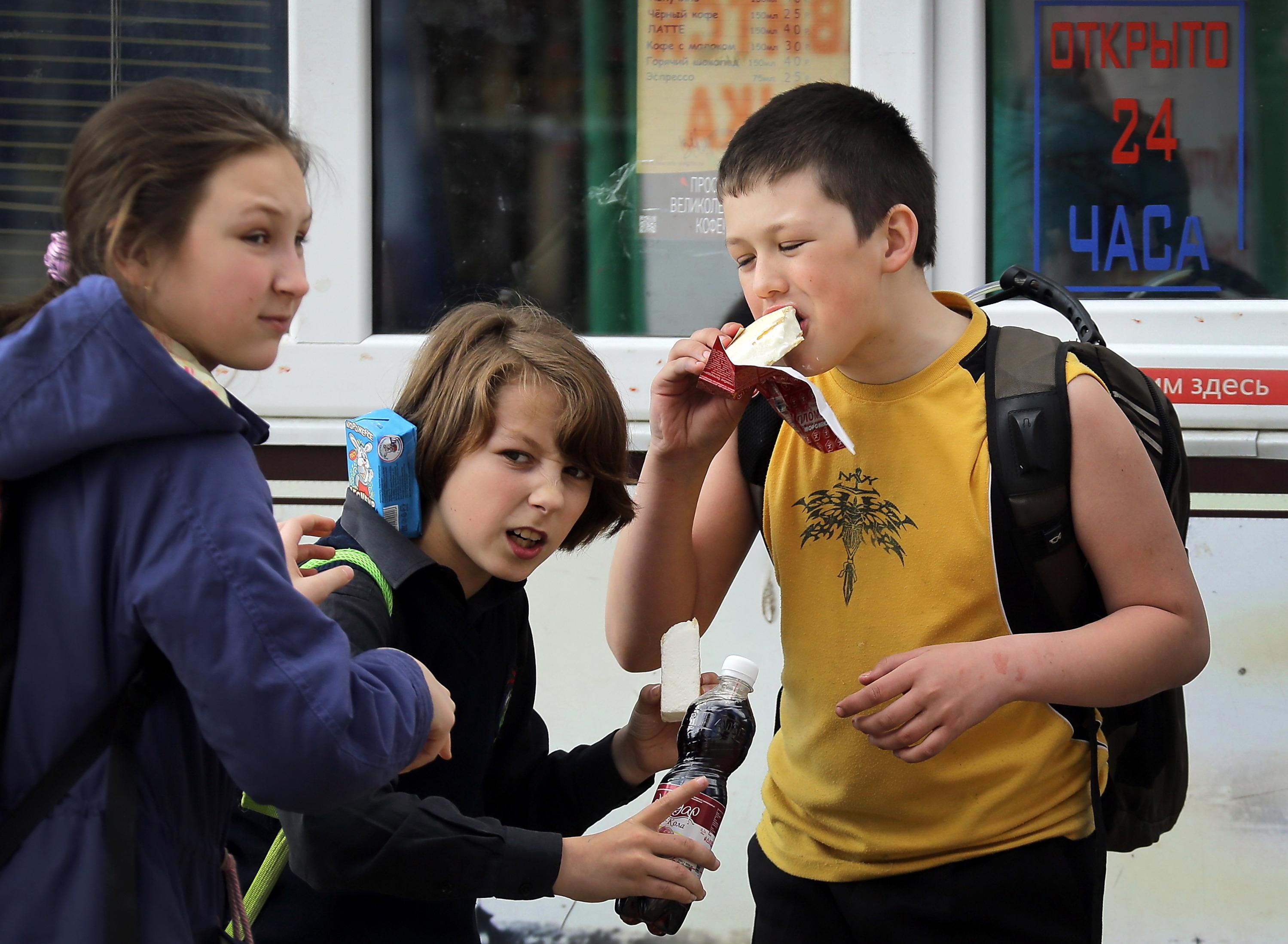 Вы не всегда будете контролировать, что едят дети, но сможете хотя бы скорректировать их рацион