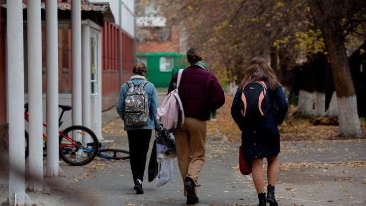 Ломают руки и ударяются об стену: какие травмы чаще всего получают тюменские школьники