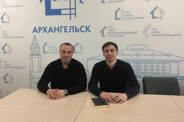 """Егор Корницкий (справа) делает <nobr class=""""_"""">3D-модель</nobr> шхуны, которую с помощью технологий дополненной реальности можно будет «установить» где угодно"""