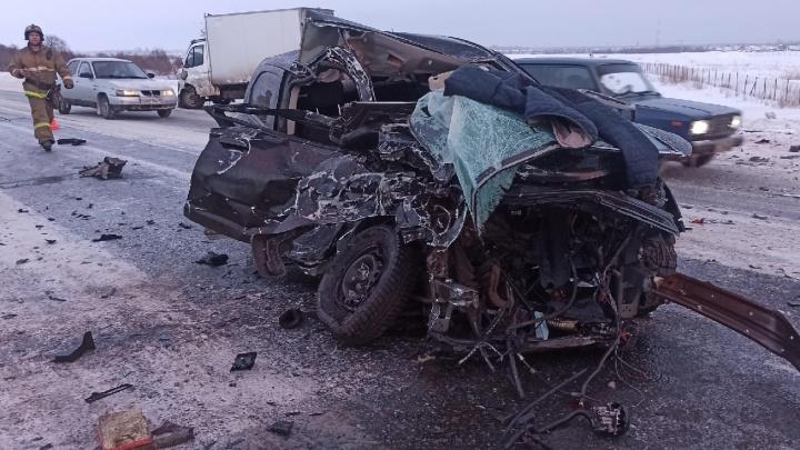 «Двигатель вылетел на обочину»: в Кургане в ДТП на трассе погиб водитель