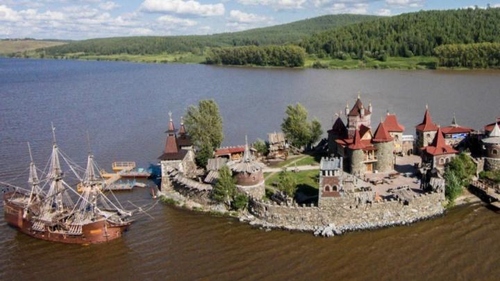 В Челябинской области загорелся развлекательный остров известного предпринимателя
